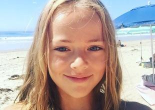 La niña más guapa del mundo firma un contrato de 'adulta' con diez años