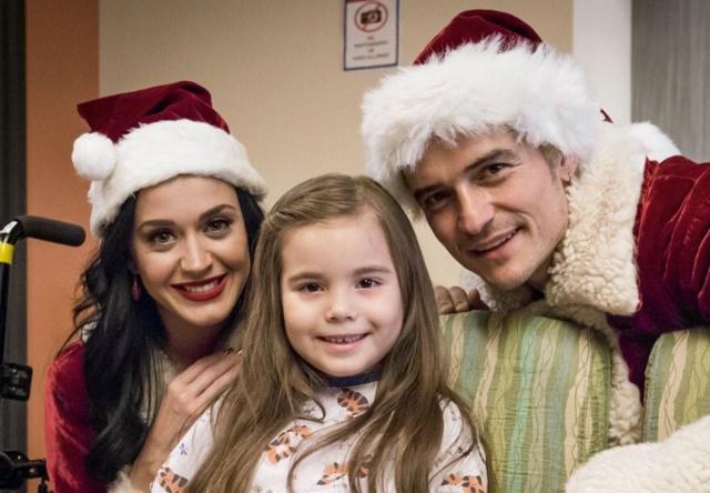 Katy Perry y Orlando Bloom, de Papá Noel por una buena causa