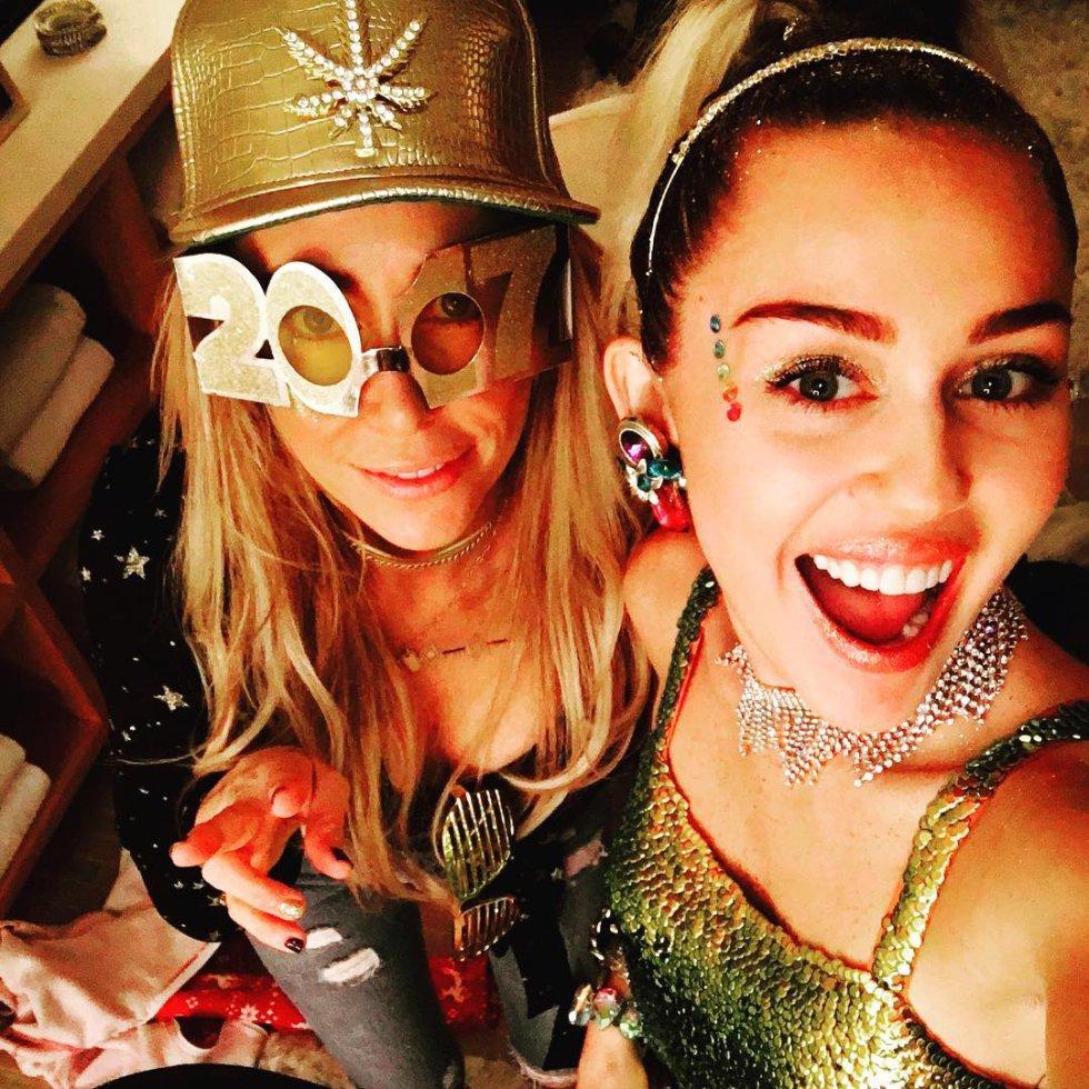Muchos creen que este podría ser el álbum de boda de Miley Cyrus