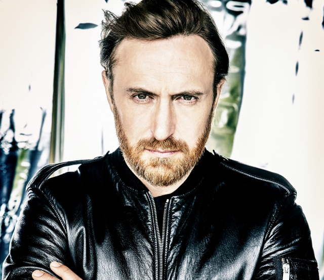 David Guetta estrena sonido en Light My Body Up