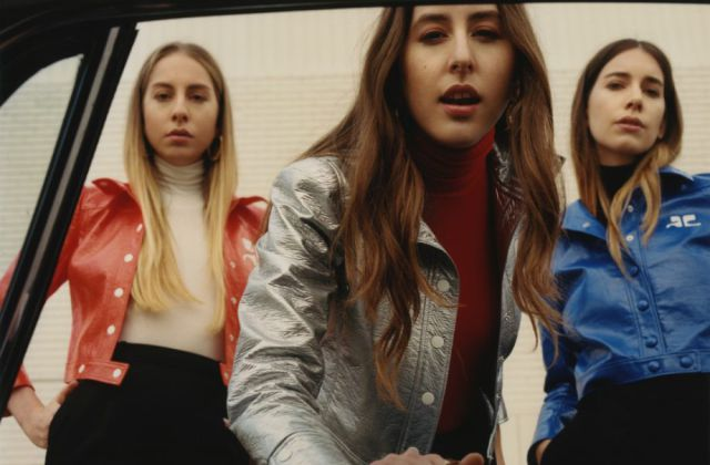 "HAIM vuelve con la sutileza y la elegancia de ""Right Now"""