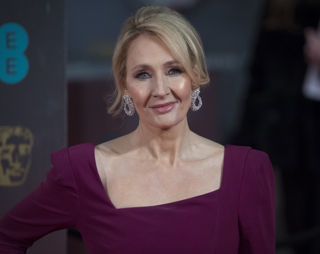 J. K. Rowling pide perdón a sus seguidores