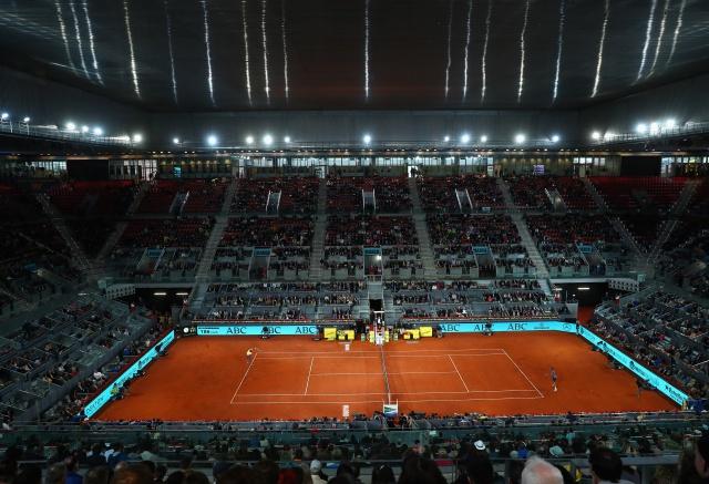 Djokovic sufre para pasar a octavos de final