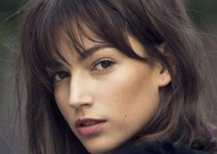 La actriz aparecía con el pelo más corto y rubio platino