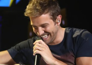 Xavi Martínez entrevista al solista malagueño antes de su LOS40 Básico Opel Corsa