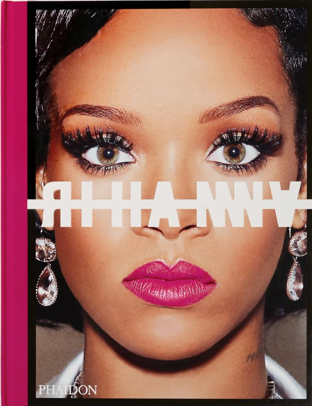 Rihanna, feliz con la salida de libro autobiográfico