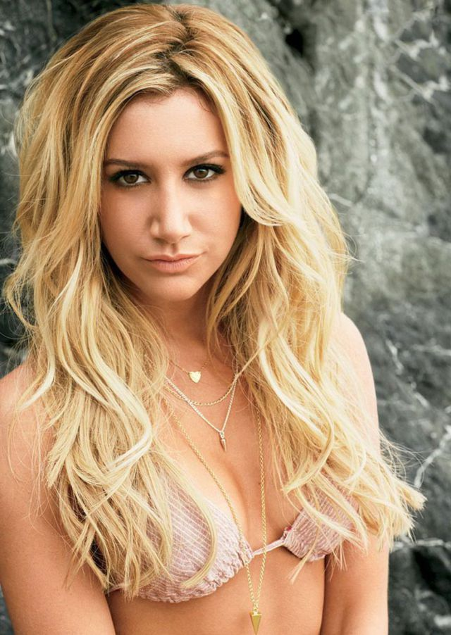 Ashley Tisdale versiona a Britney Spears y lo peta