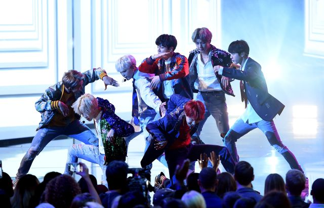 8 claves para conocer a BTS, la boy band que tomó el relevo de One Direction