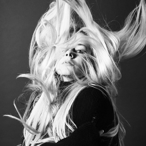 Avril Lavigne estrena el esperado vídeo de 'Head Above Water'