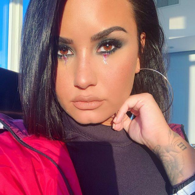 Demi Lovato se atreve a publicar una foto en bikini sin editar que muestra su celulitis