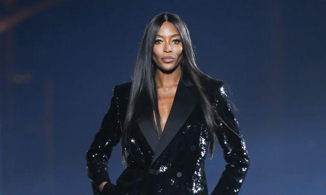 A Naomi Campbell le llueven las críticas por este detalle en su vestido