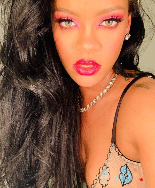 Rihanna encabeza el Top 5 de solistas con mayores fortunas