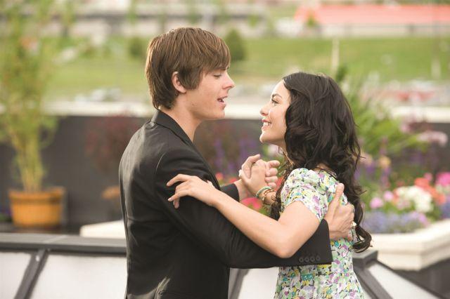 Vanessa Hudgens intepreta un tema de 'High School Musical' trece años después