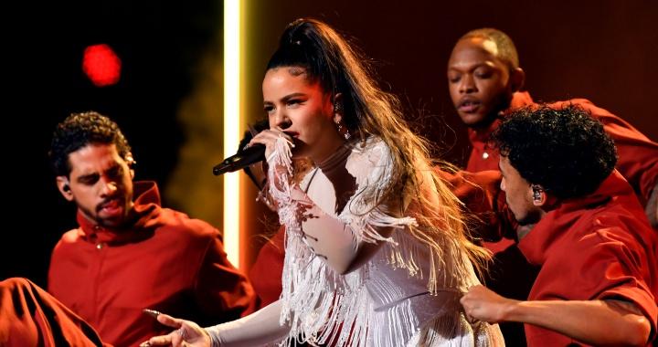 La actuación de Rosalía en los Grammy: divismo al son del flamenco