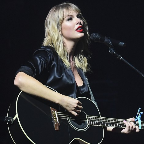 Taylor Swift desnuda The Man en acústico