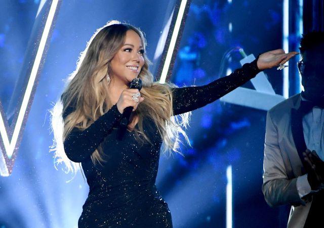 Mariah Carey dedica 'Hero' a los trabajadores sanitarios desde su casa