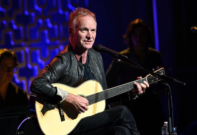 Grabar una canción con Sting o hablar con The Strokes, a subasta