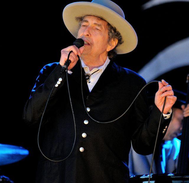 Bob Dylan lanza una nueva canción y anuncia disco para junio