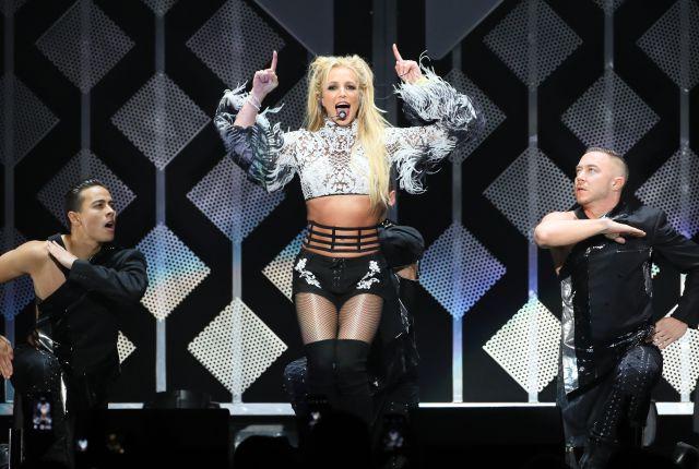 Britney Spears vuelve al número 1 con 'Glory' y lo celebra con nueva portada