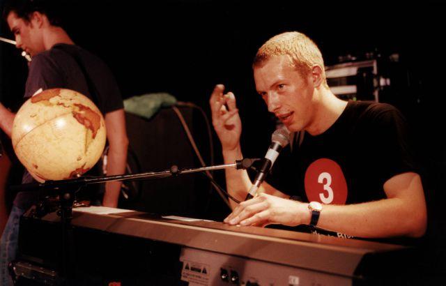 Coldplay comparten imágenes inéditas de la primera versión del videoclip de 'Yellow'
