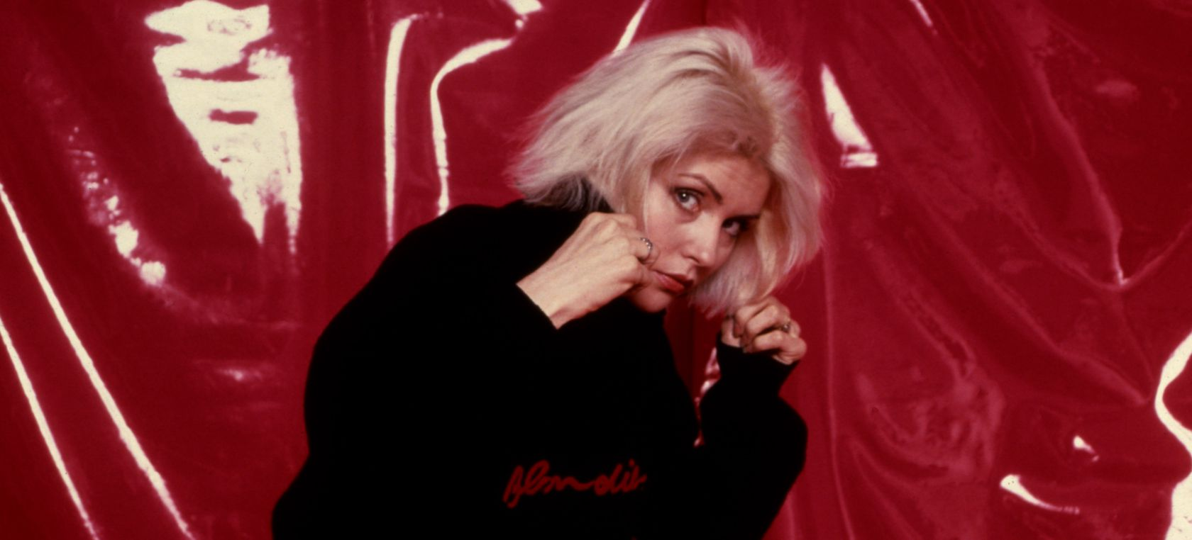 Machismo, una violación y el pene de Bowie: así son las memorias de Debbie Harry, la líder de Blondie