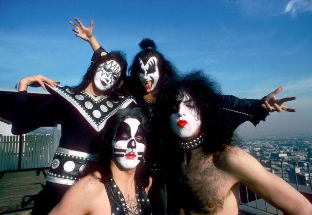 El tutorial de maquillaje del perfecto rockero: Gene Simmons te enseña a parecer miembro de Kiss