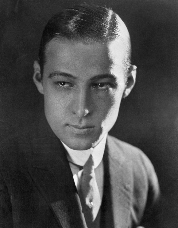 Rodolfo Valentino (1895 – 1926) / Peritonitis