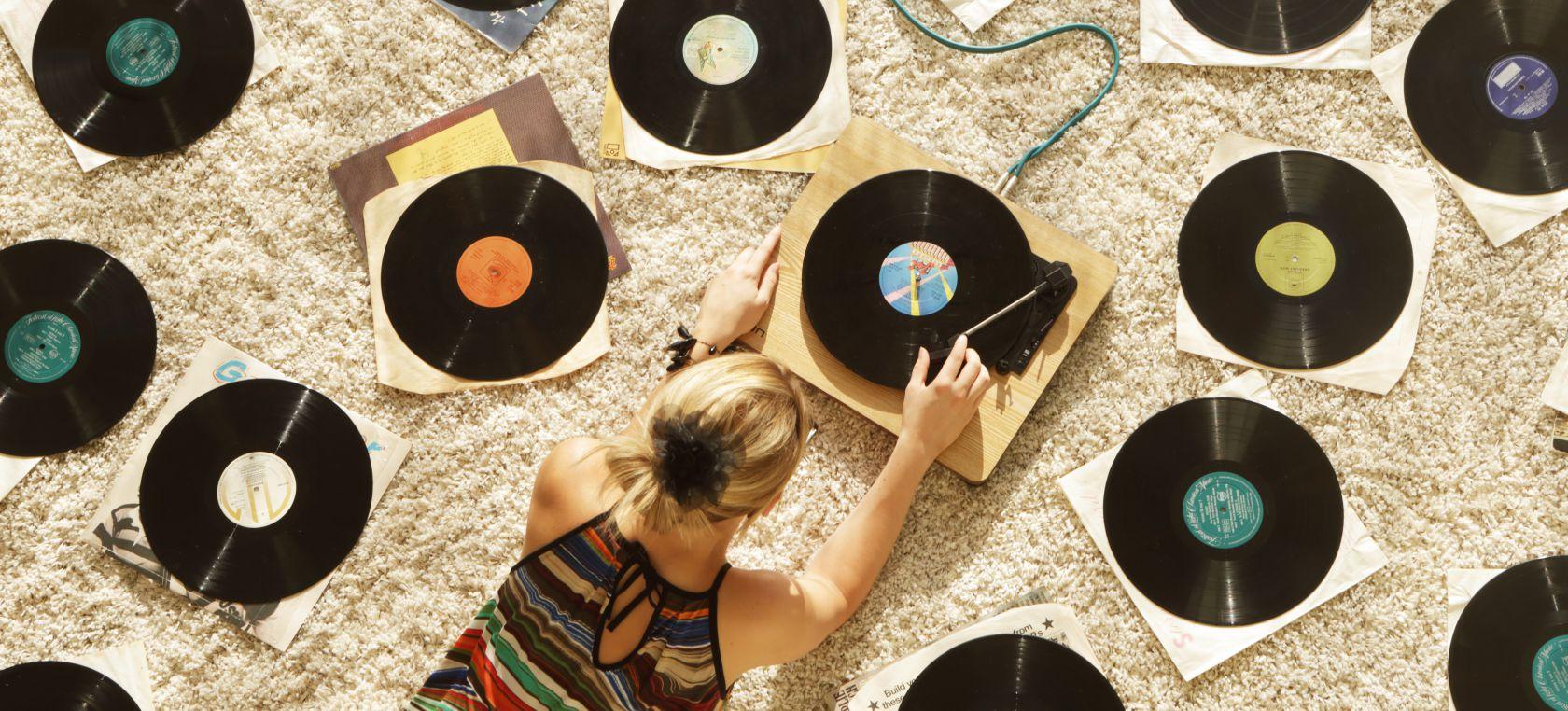 Las ventas de vinilos, cada vez más cerca de superar a las de CDs en España