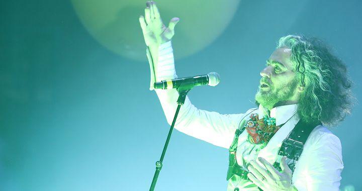 The Flaming Lips ofrece una actuación dentro de burbujas, ¿Así deberían ser los conciertos ahora?