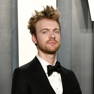 FINNEAS lanza Cant Wait To Be Dead, un tema sobre su relación con Internet