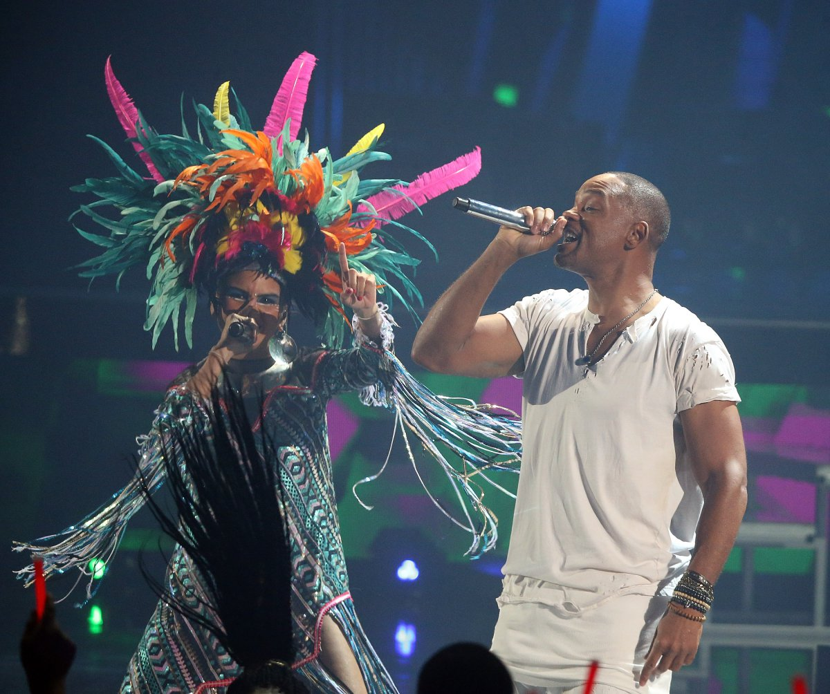 Bomba Estéreo y Will Smith - Latin Grammy 2015