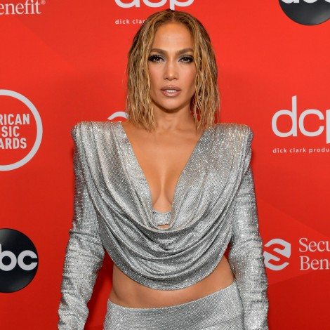Alfombra roja de los American Music Awards: De un impactante The Weeknd a una sensual Jennifer Lopez