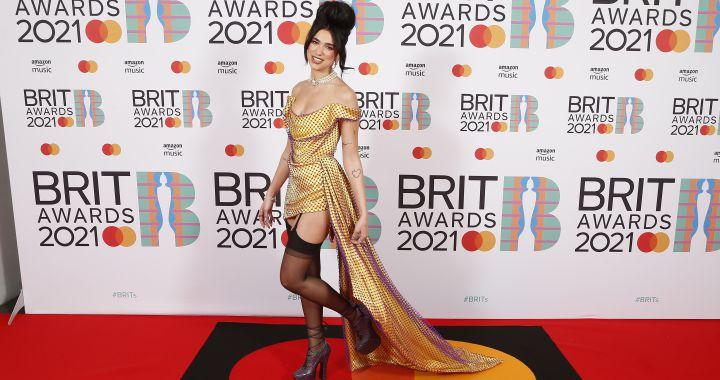 Fotogalería:Alfombra roja de los Premios Brit 2021: los vestidos de Dua Lipa, Olivia Rodrigo y Mabel