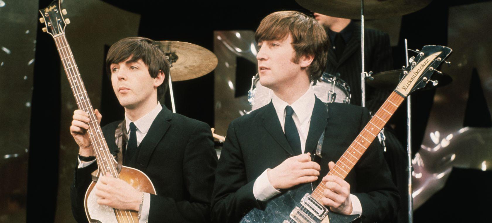 John Lennon y Paul McCartney: un encuentro histórico entre puestos de refresco y pasteles
