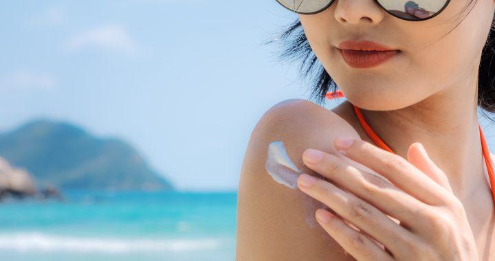 Sanidad pide la retirada de 14 cremas solares: Comprueba la lista para ver si es la que estás utilizando