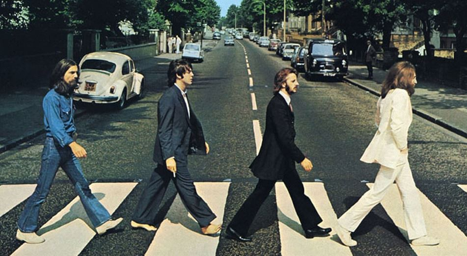 Paul McCartney recrea el famoso cruce por Abbey Road