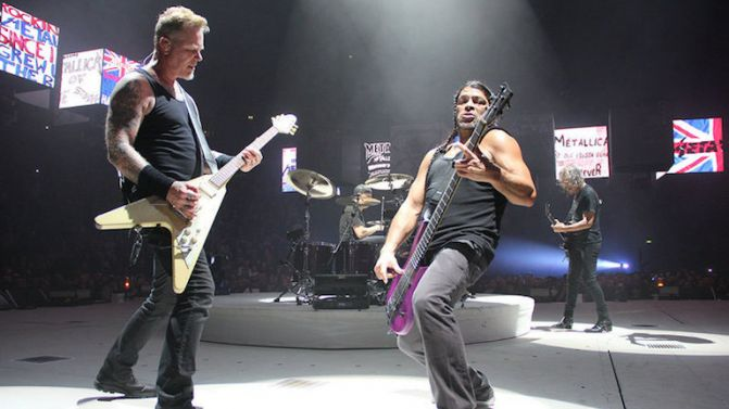 Metallica versiona 'Don't look back in anger' de Oasis en Manchester