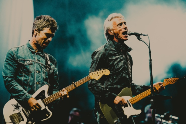 Noel Gallagher y Paul Weller versionan juntos a The Jam y The Beatles