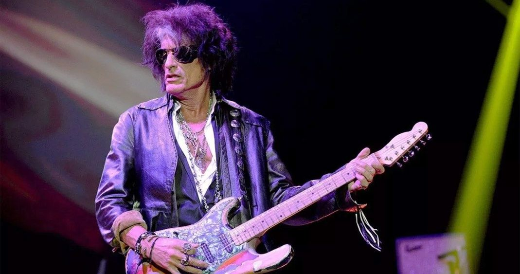 Joe Perry, guitarrista de Aerosmith, ingresado de urgencia tras desplomarse en un concierto